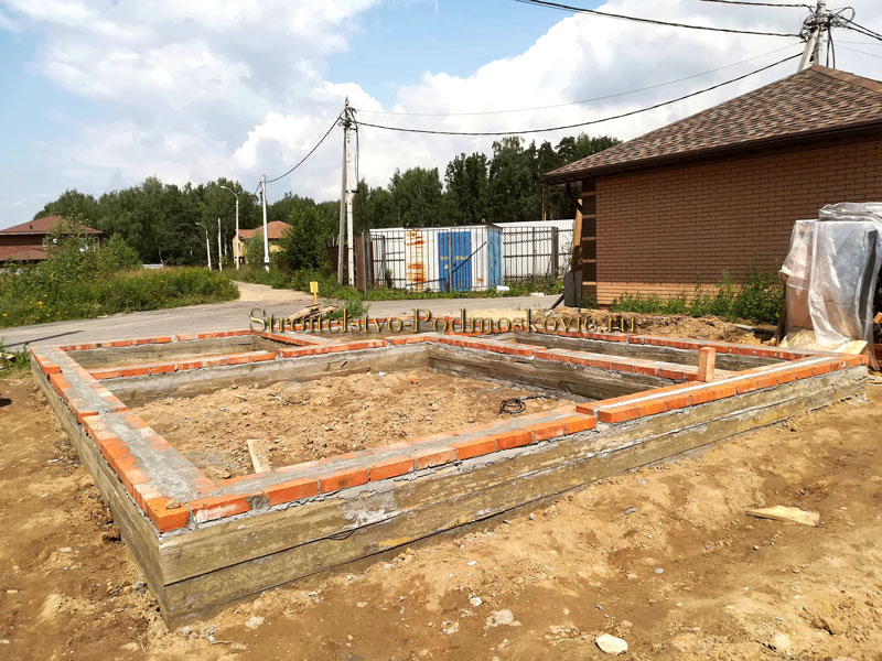 stroitelstvo-fundamenta-pod-banyu-foto-s-obekta